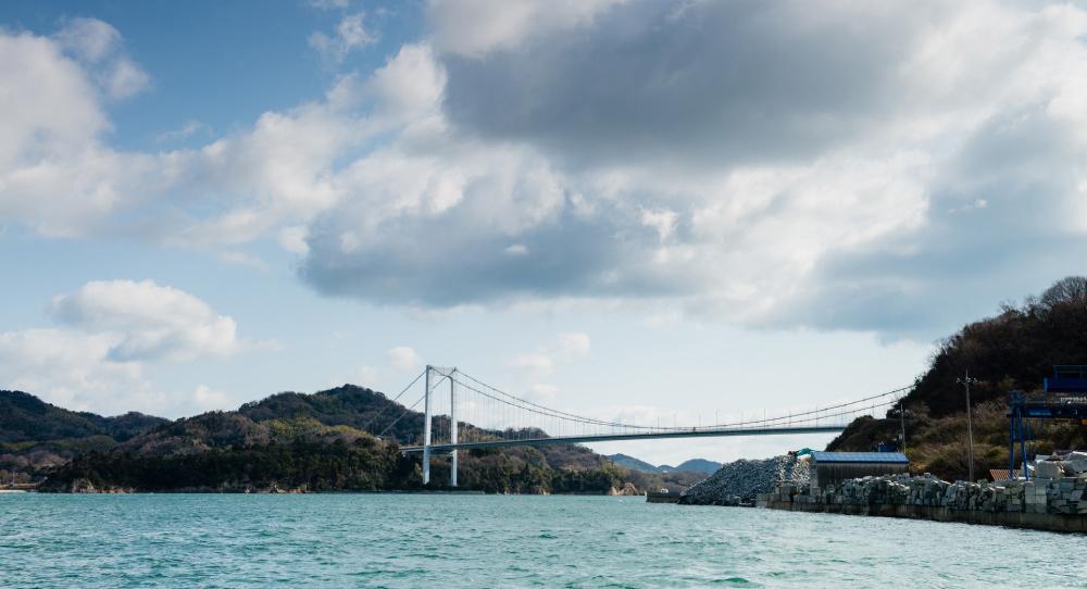 大島宮窪から望む大島大橋