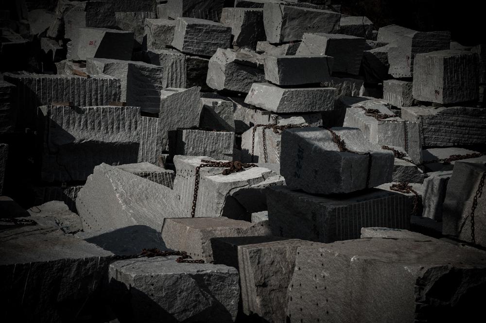 越智久石材センターの豊富な在庫
